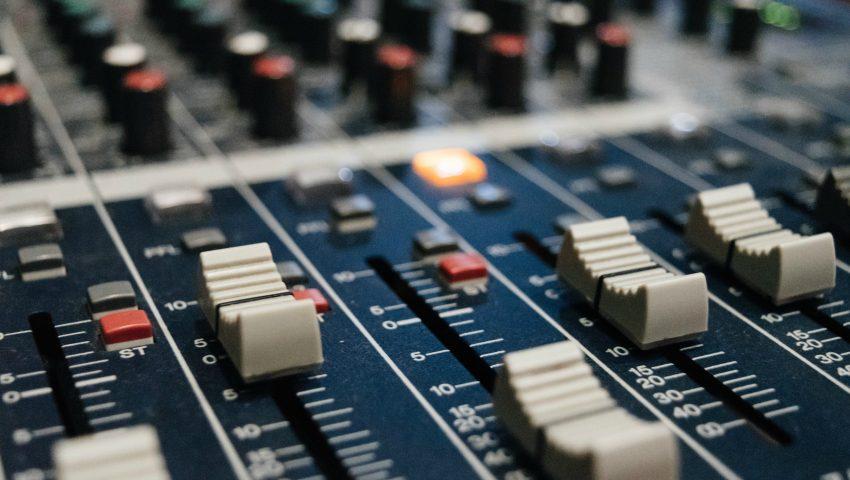 Ο κορωνοϊός αύξησε την αξιοπιστία του ραδιοφώνου