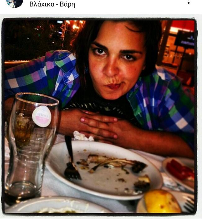 Κυκλοφόρησε φώτο της vegan Ντέμης μπροστά από ένα πιάτο με... φαγωμένα παϊδάκια (Pic)