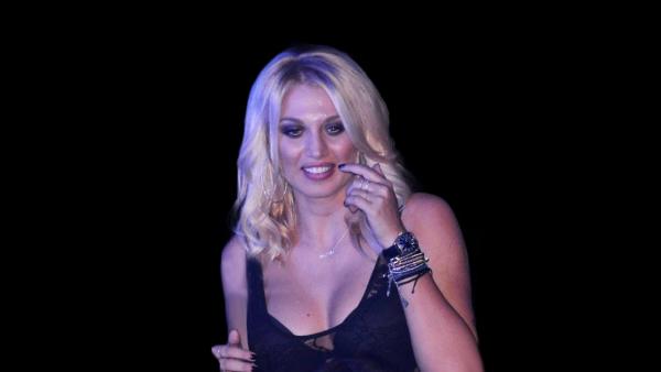 Με καμπύλες-φωτιά: Οι νέες φωτό της Σπυροπούλου με μαγιό κλείνουν στόματα (Pics)
