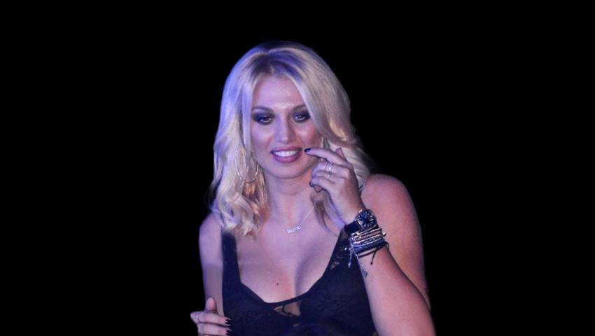 Κάτι ξέχασε να βάλει: Η εμφάνιση της Σπυροπούλου στον Αρναούτογλου που ανάβασε στα ύψη την τηλεθέαση (Pics)