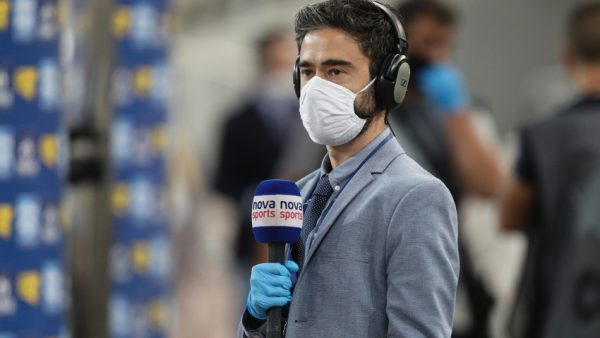 Ρεπορτάζ στα γήπεδα με γάντια και μάσκα: Πολύ σχολιαστικά…