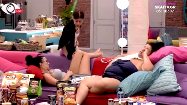 Την έκοψαν από παντού: Η σοκαριστική εικόνα με παίκτρια του «Big Brother» να δείχνει τα απόκρυφα σημεία της (Vid)