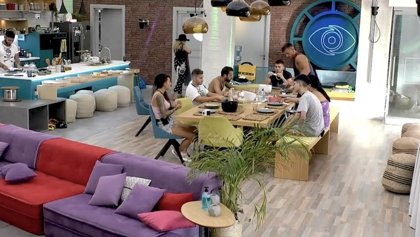 Τους «ξέφυγε» στο live streaming: Παίκτρια του «Big Brother» ξεχνιέται και μας χαρίζει το πιο άκομψο πλάνο (Pic)