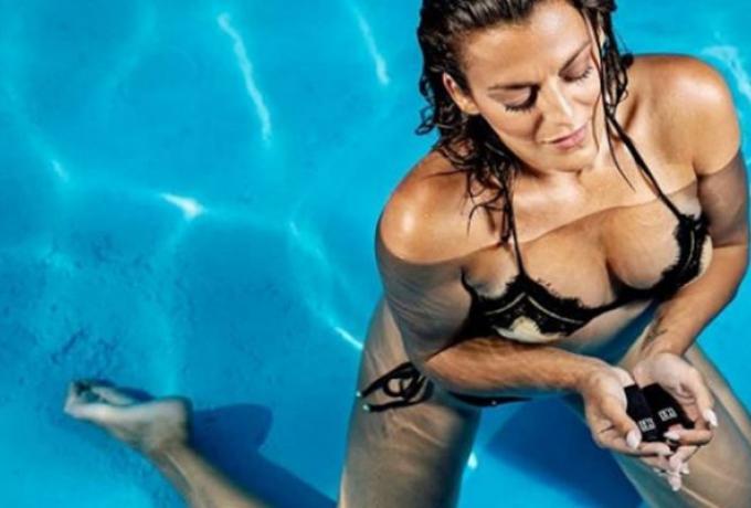Γι' αυτό είναι το νο1: Η Χριστίνα Βραχάλη στην πόζα της... ζωής της! (Pics)