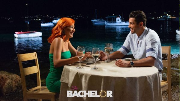 Χόρεψε, τραγούδησε: Νέα απροσδόκητη τηλεοπτική εμφάνιση για τη νικήτρια του «The Bachelor» (Vid)