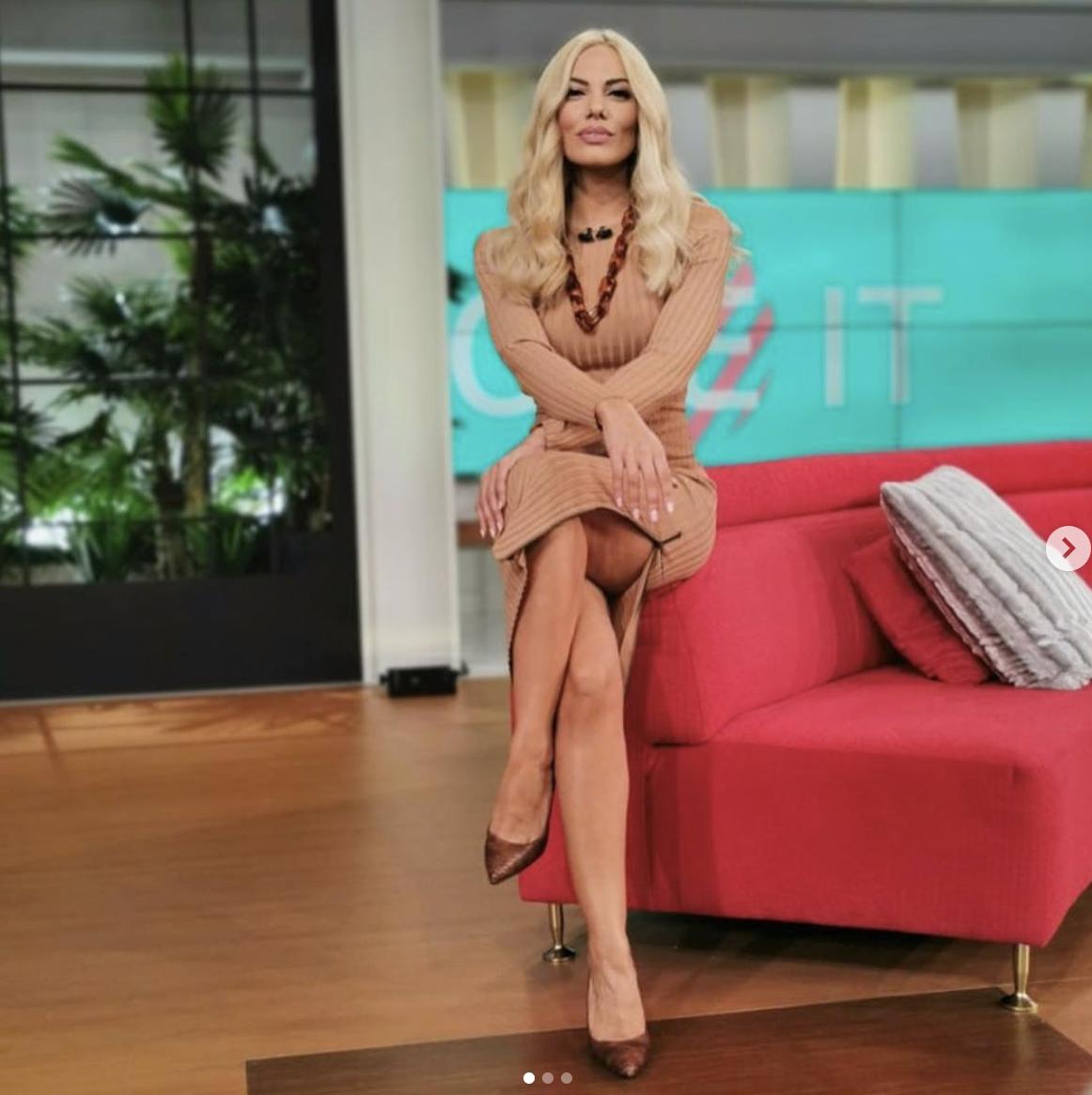 Τα πιο εντυπωσιακά πόδια: Η Ιωάννα Μαλέσκου στις 4 λήψεις που θα συζητηθούν (Pics)