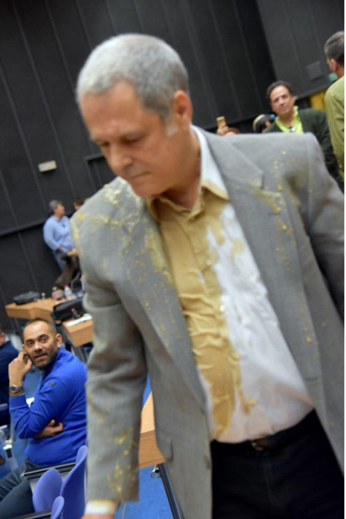 «Ύποπτος κρατούσε σαμπουάν!»: Το ειρωνικό ποστ του Τζήμερου για τις απειλές κατά του Βαξεβάνη που προκάλεσε αντιδράσεις (Pics)