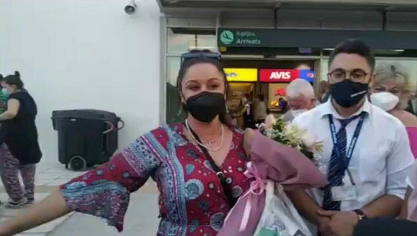 Χαμός στο αεροδρόμιο για την «MasterChef» Μαργαρίτα - Την υποδέχτηκε μέχρι και ο περιφερειάρχης (Vid)