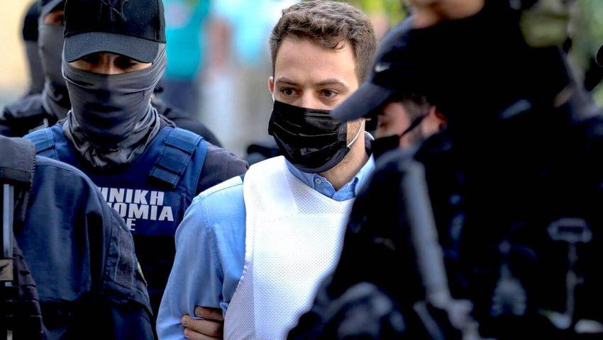 Προκλητικά ευδιάθετος ο πιλότος: H ατάκα μέσα στο κρατητήριο για τη δολοφονία της Κάρολαϊν που εξόργισε τους πάντες (Vid)