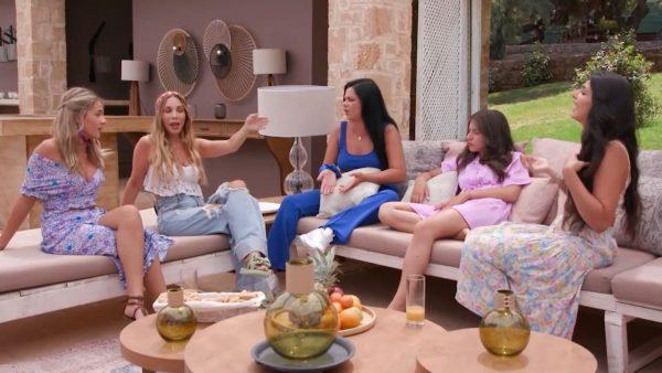 «Βούλωσέ το, σκύλα, σούργελο!»: Απίστευτος γυναικοκαβγάς στο «The Bachelor» (Vid)